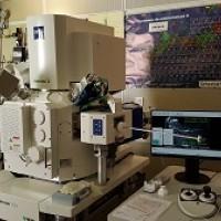 Microscopie électronique double faisceau (FIB)